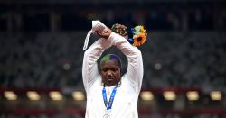 Olimpíadas de Tóquio: o que é o protesto com braços cruzados em X da americana Raven Saunders