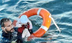 Guarda espanhol resgata bebê no mar; crianças estavam em grupo que tentou migrar para a Espanha